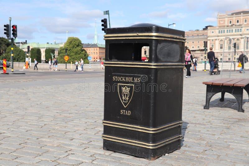 Escaninho de lixo da cidade fotografia de stock royalty free