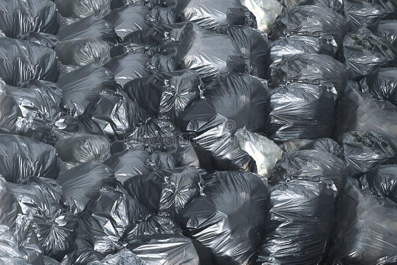 Escaninho do preto do saco de lixo do fundo foto de stock royalty free