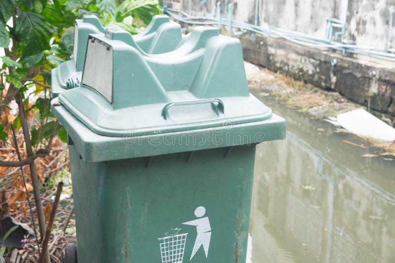 Escaninho público verde fotografia de stock royalty free