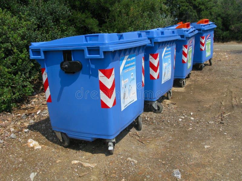 Escaninhos de lixo fotografia de stock royalty free