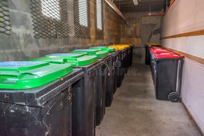 Escaninhos de lixo no prédio de apartamentos imagem de stock royalty free