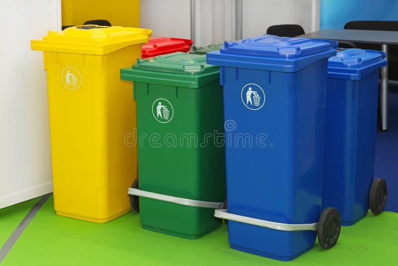 Escaninhos de reciclagem fotos de stock