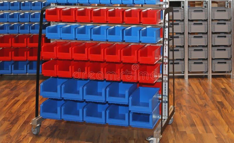 Escaninhos e cubas de armazenamento imagem de stock