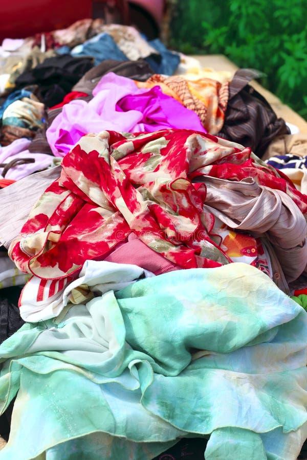 Escaparate colorido del negocio del mercado de la tela de materia textil foto de archivo libre de regalías