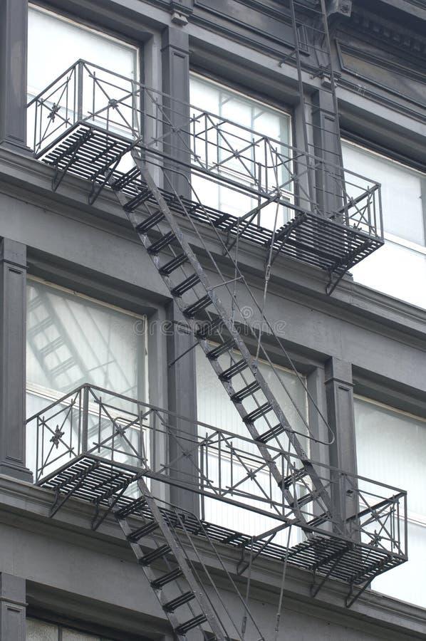 Escape de fuego en el edificio imagen de archivo libre de regalías