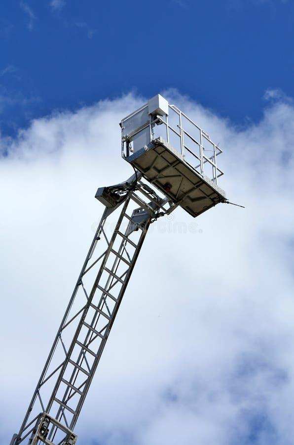 Escape de incêndio móvel com berço do salvamento fotografia de stock