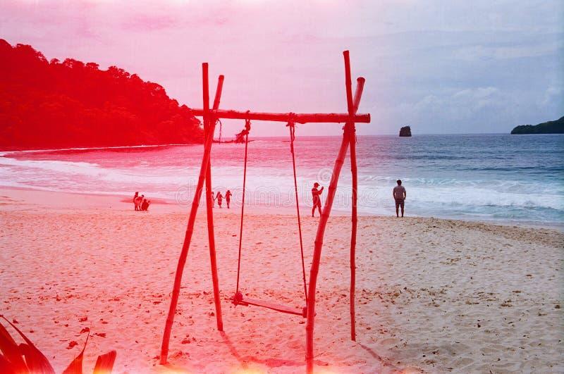 Escape del mar en la playa fotografía de archivo libre de regalías