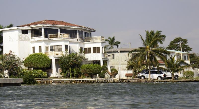 Escape tropical - ciudad del río de Belice, Belice foto de archivo