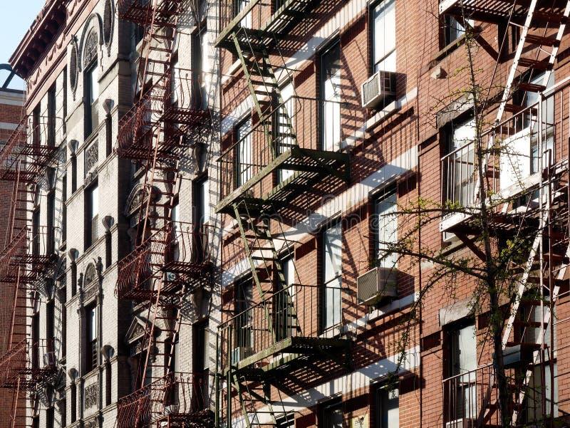 Escapes de fogo da construção em New York City EUA fotos de stock royalty free