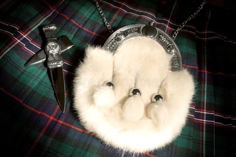 Escarcela de los montañeses de Escocia y falda escocesa de la piel imágenes de archivo libres de regalías