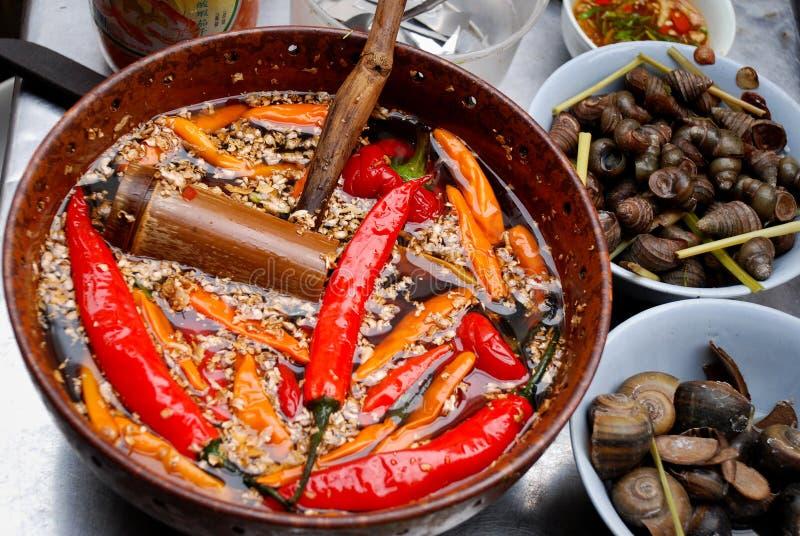 Escargots et poivrons du Chili, Hanoï, Vietnam photo libre de droits