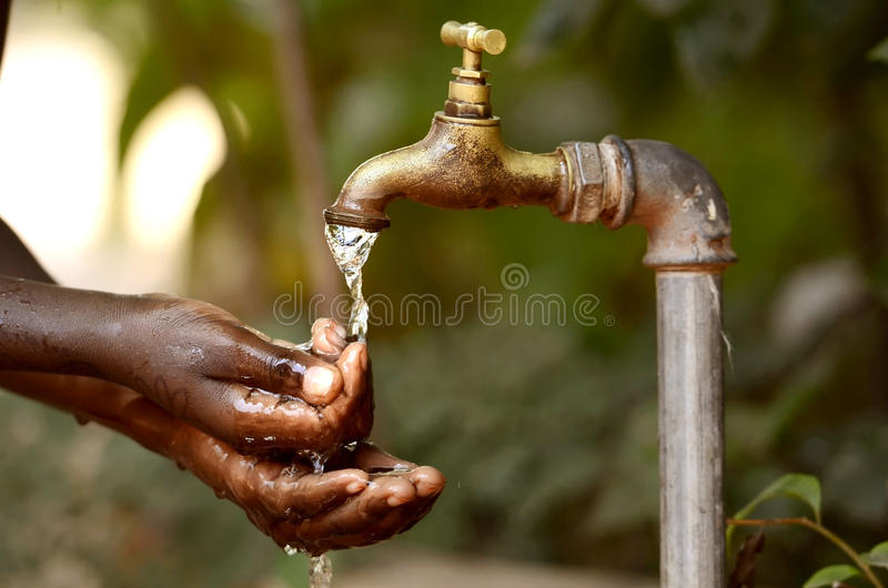 Escassez da água - projetos de agua potável para África fotografia de stock