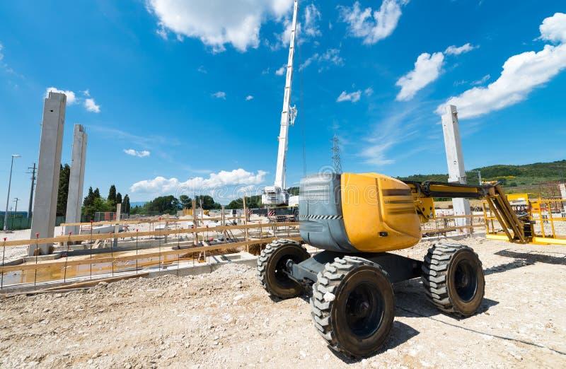 Escavador no terreno de construção do contruction foto de stock