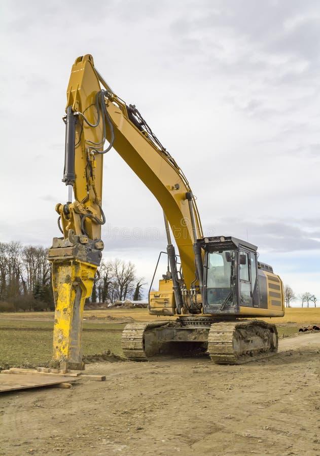 Escavatore ad un cantiere fotografia stock libera da diritti