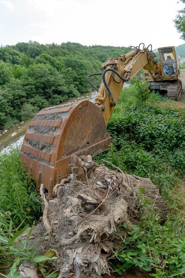 Escavatore in paese immagini stock