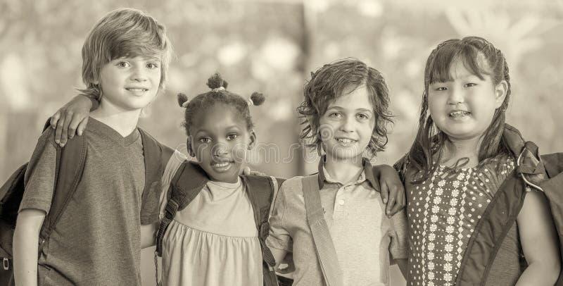 Escena blanco y negro de la escuela primaria Concepto de la educación foto de archivo libre de regalías