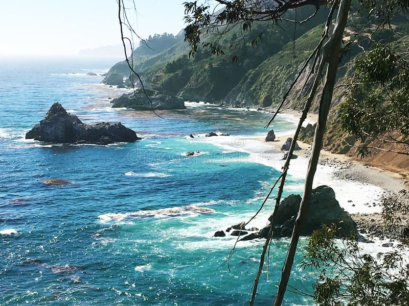 Escena California pacífica de Coastal de la bahía de Monterey imagenes de archivo