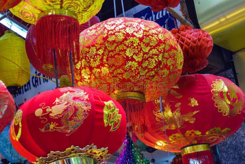 Escena colorida, vendedor amistoso en la calle de la linterna de Hang Ma, linterna en el mercado del aire abierto, cultura tradic imágenes de archivo libres de regalías