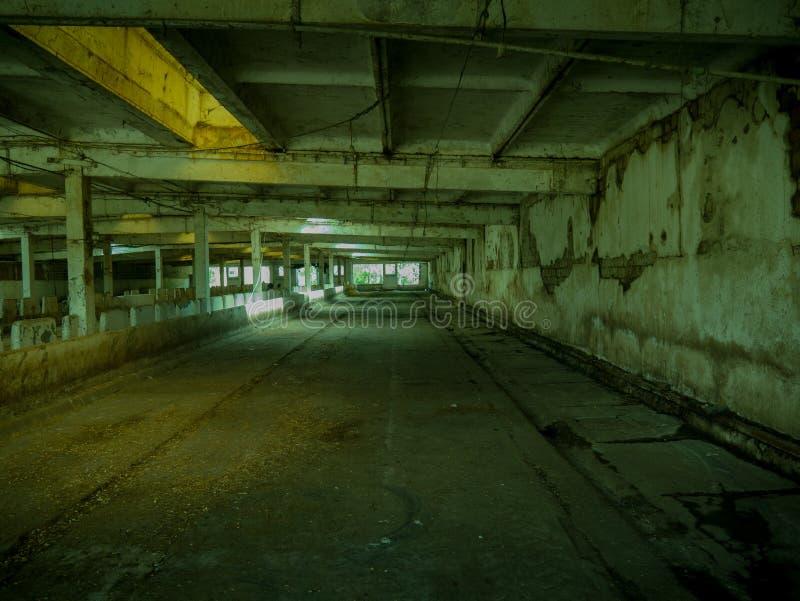 Escena constructiva vacía, abandonada interior del zombi fotografía de archivo libre de regalías