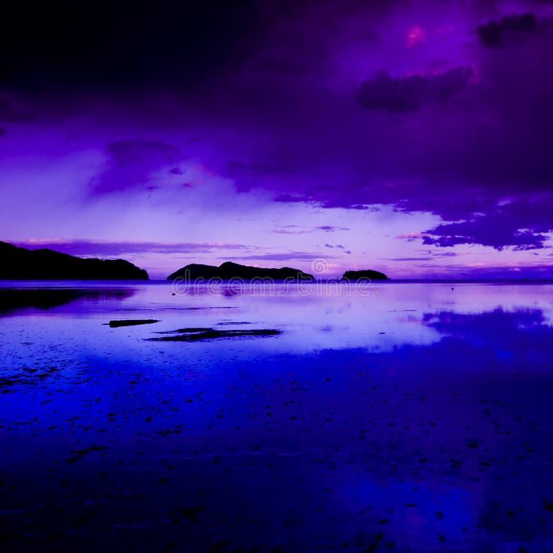Escena costera en la oscuridad fotos de archivo libres de regalías