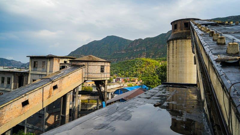 Escena de fábricas abandonadas en la mina de carbón Wangping, Beijing, China imagen de archivo libre de regalías