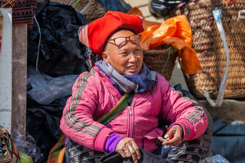 Escena de la calle con la gente local de Hmong imagenes de archivo