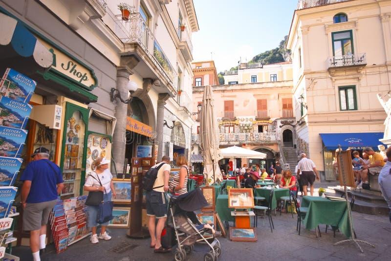 Escena de la calle de la costa de Amalfi imagen de archivo libre de regalías
