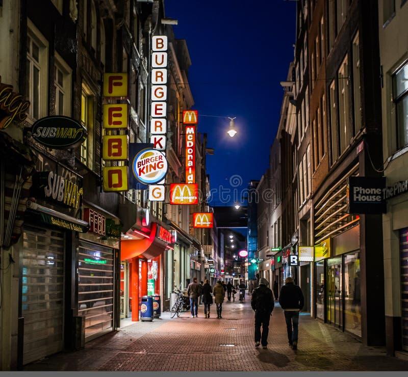 Escena de la calle de la noche de Amsterdam imagen de archivo libre de regalías