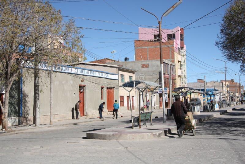 Escena de la calle de Uyuni, Bolivia fotos de archivo