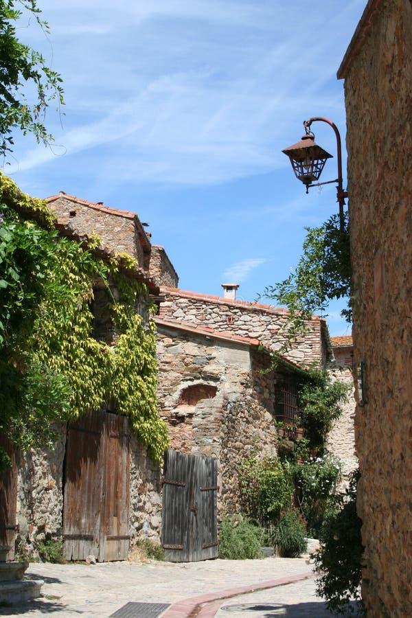 Escena de la calle en Castelnou, Francia. fotografía de archivo libre de regalías