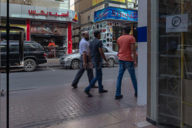 Escena de la calle en el distrito de Deira, Dubai fotos de archivo libres de regalías