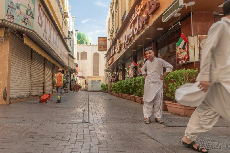 Escena de la calle en el distrito de Deira, Dubai imágenes de archivo libres de regalías