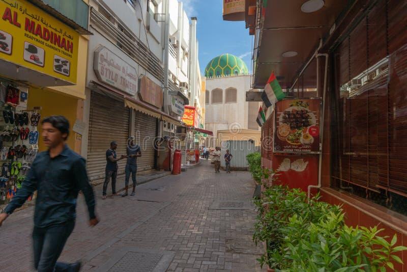 Escena de la calle en el distrito de Deira, Dubai imagenes de archivo