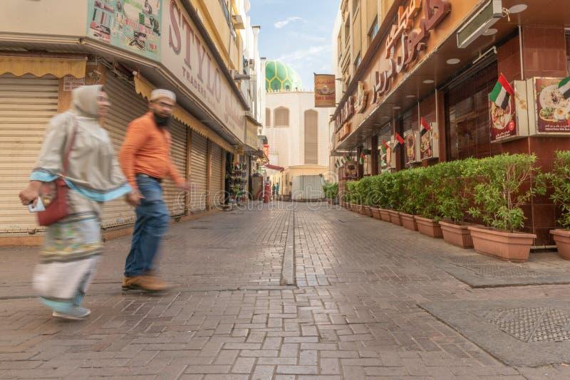 Escena de la calle en el distrito de Deira, Dubai imagen de archivo