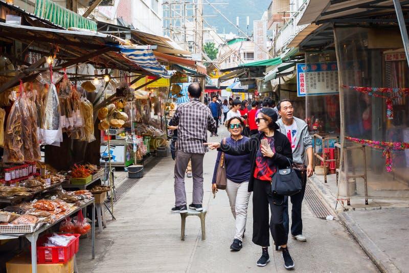 Escena de la calle en Tai O, isla de Lantau, Hong Kong imágenes de archivo libres de regalías