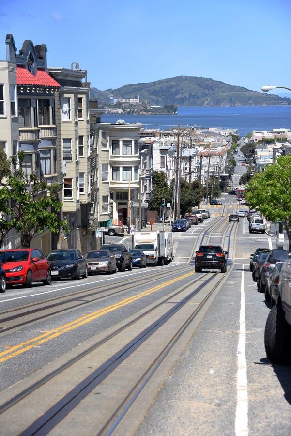 Escena de la calle de San Francisco - mirada de pistas largas de la tranvía imagen de archivo