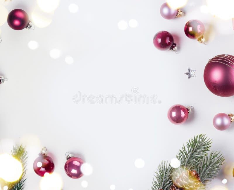 Escena de la endecha del plano de la Navidad con las bolas de cristal fotografía de archivo
