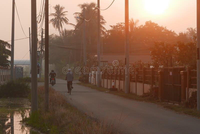 Escena de la madrugada de un pueblo en Kedah, Malasia imagenes de archivo