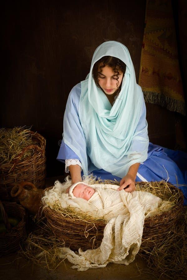 Escena de la natividad de la Navidad con la muñeca imágenes de archivo libres de regalías