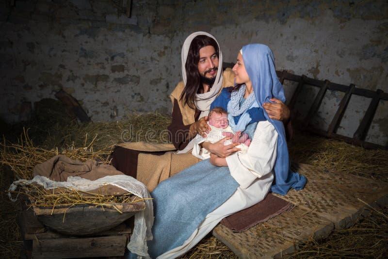 Escena de la natividad en un granero imágenes de archivo libres de regalías