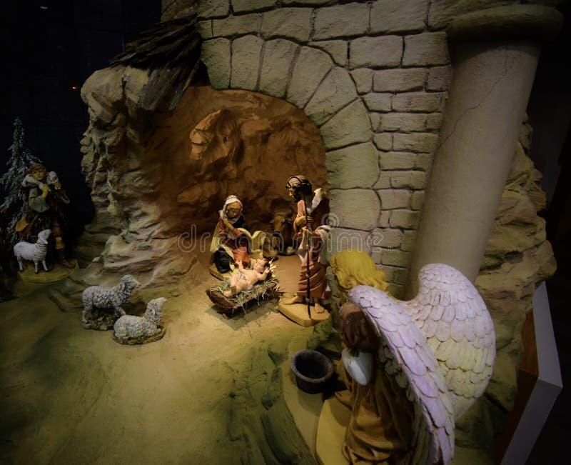 Escena de la natividad de la Navidad de la iglesia foto de archivo libre de regalías