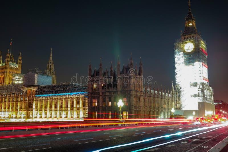 Escena de la noche de Big Ben y casa del parlamento en Londres foto de archivo