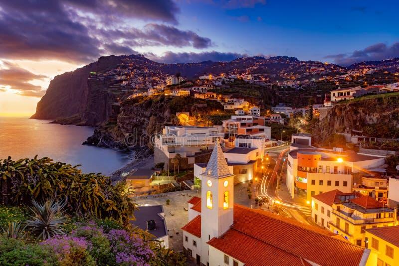 Escena de la noche de Camare de Lobos, Madeira imagen de archivo