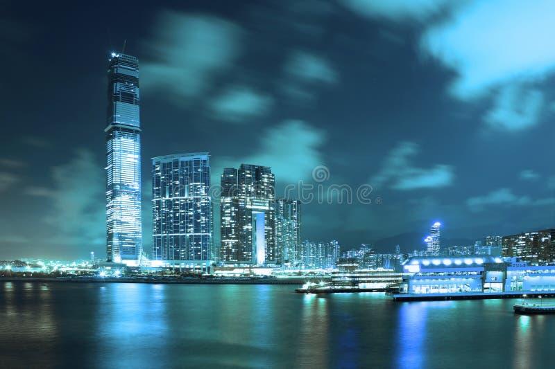 Escena de la noche de la metrópoli de Hong-Kong imagen de archivo