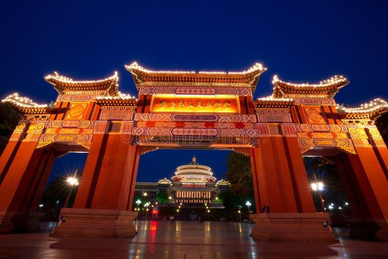 Escena de la noche de la puerta y del gran pasillo, chongqing, China foto de archivo libre de regalías