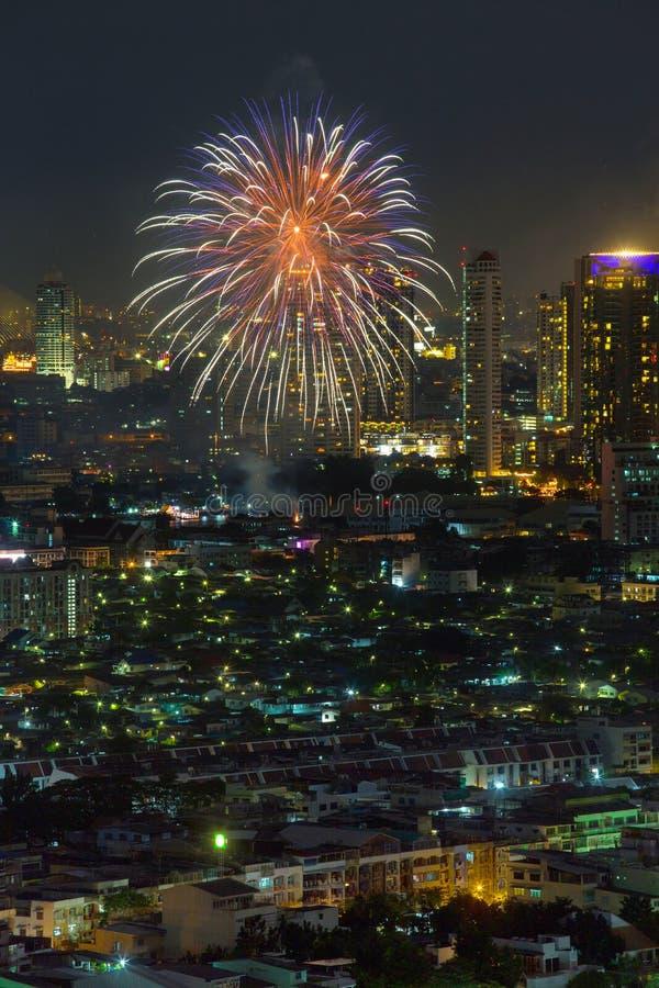 Escena de la noche de los fuegos artificiales imagen de archivo