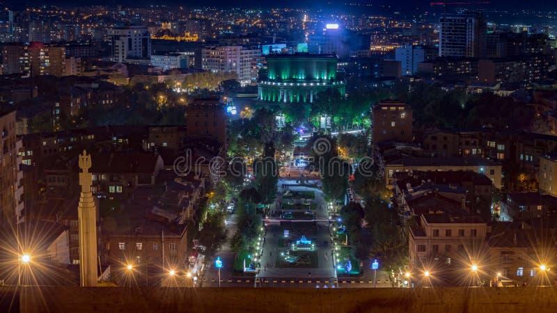 Escena de la noche del centro Ereván, Armenia fotografía de archivo libre de regalías