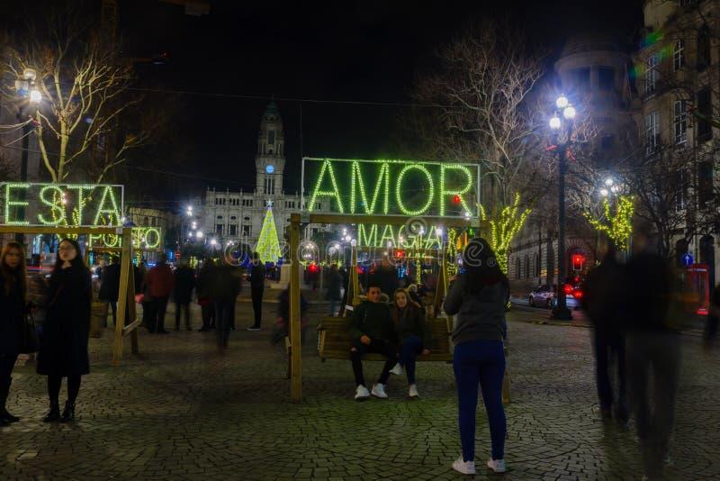 Escena de la noche del DOS Aliados de Avenida, en Oporto foto de archivo libre de regalías