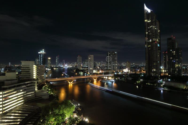 Escena de la noche del río de Bangkok imágenes de archivo libres de regalías