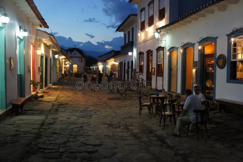 Escena de la noche en Paraty, el Brasil fotografía de archivo